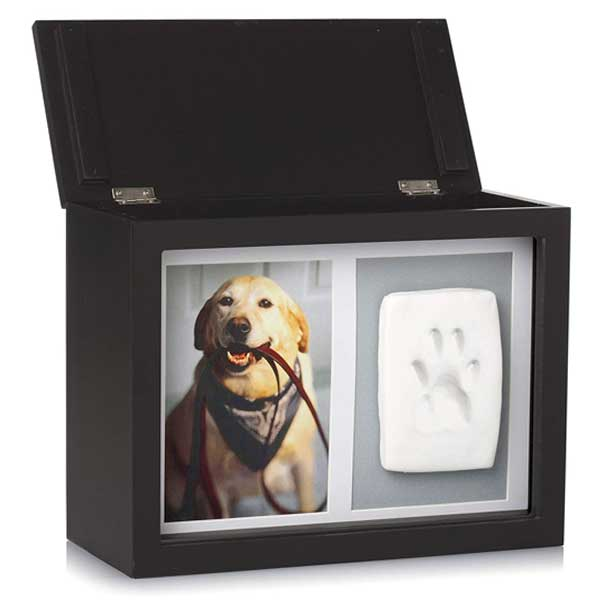 The black memory box for pet with a picture of a dog